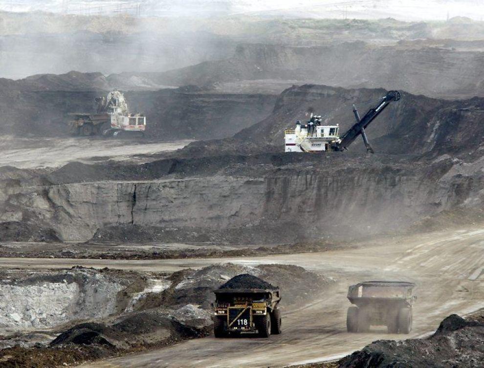 <b>BETYDELIGE VERDIER:</b> I Alberta-provinsen i Canada ligger verdens nest største oljereserver i form av oljesand - en tjæreaktig masse man kan hente ut raffinerbar bitumen (et karbonstoff) fra.