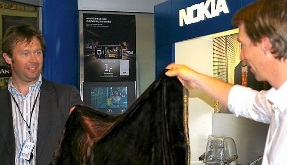 <b>AVDUKES:</b> Telefonen ble presentert offentlig for første gang torsdag. På Byporten Shoppingsenter i Oslo.