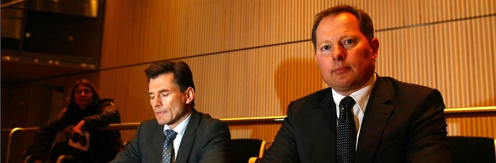 <b>NYE SJEFER:</b> Islands nye sentralbanksjef Svein Harald Øygard (t.h.) sammen med sin nestsjef Arnór Sighvatsson på dagens pressekonferanse.