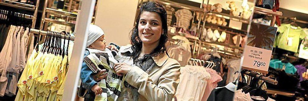 <b>IKKE DYRT:</b> Amarah Dar synes ikke klær er noen stur belastning på lønnskontoen.
