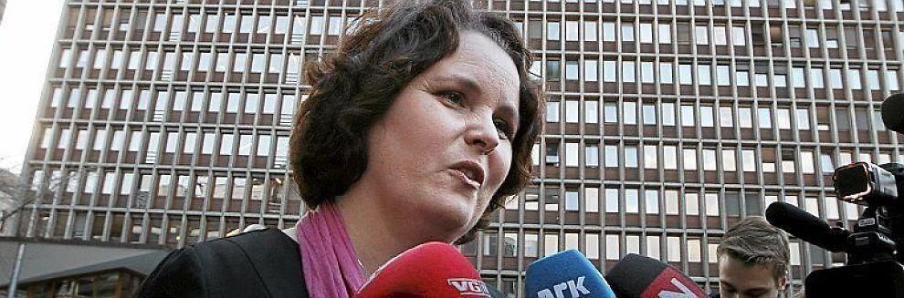 <b>GLAD:</b> Minister Sylvia Brustad setter pris på at Kristian Siem flagger hjem.