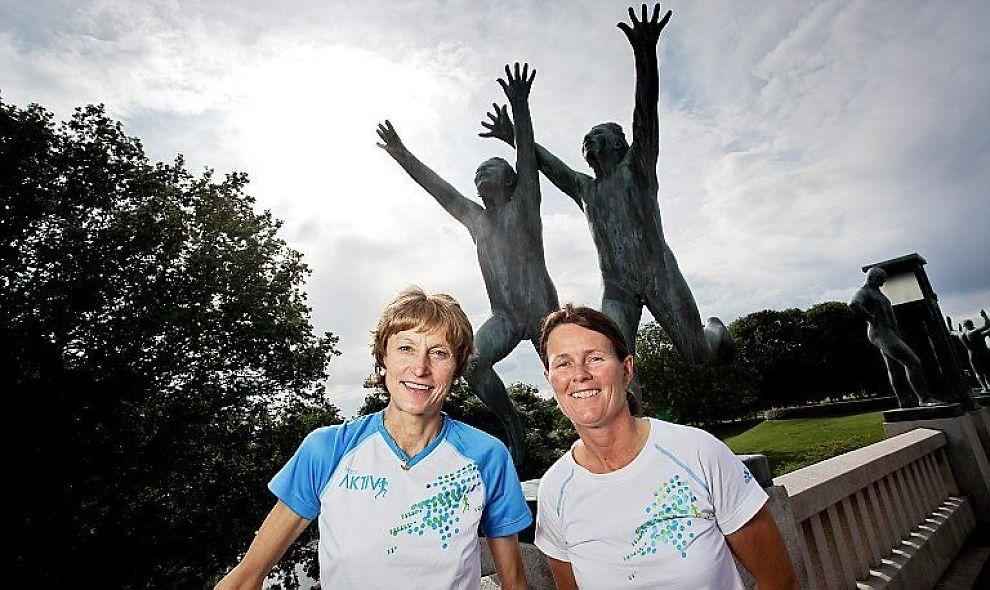 <b>SAMARBEID:</b> Grete Waitz (t.v.) og Helle Aanesen i Vigelandsparken. De lanserer et samarbeid mellom Aktiv mot kreft og Adidas til friidretts-VM i Berlin.