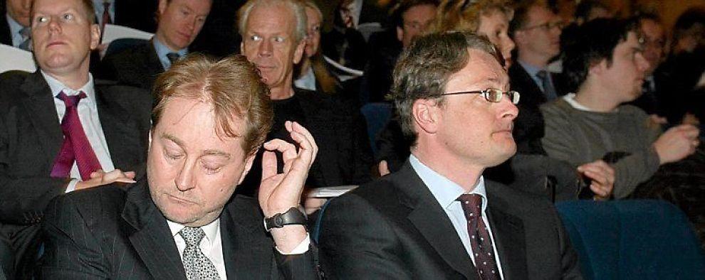 Kjell Inge Røkke og Øyvind Eriksen bryter de tidligere så tette båndene på kryss og tvers i Aker-systemet. Nå skal hverenkelt datter stå på egne ben, om enn fortsatt med et meget aktivt eierskap fra morselskapet Aker ASA.