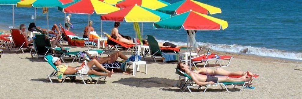 <b>STRANDLIV:</b> Nordmenn flest har nøkterne ferieplaner.