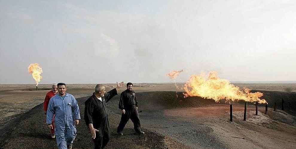VENTER PÅ UTVIKLING: Verdens største oljeselskaper er samlet i Irak for å by på landets gigantiske oljefelt. Her feltet Fakka sørøst for Bagdad.