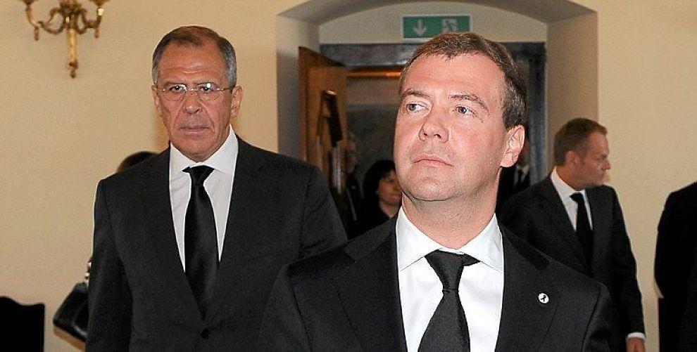 <b>MØTE:</b> Russland president Dmitrij Medvedev (foran) møtte Ukrainas president Viktor Janukovitsj til samtaler i byen Kharkiv onsdag.