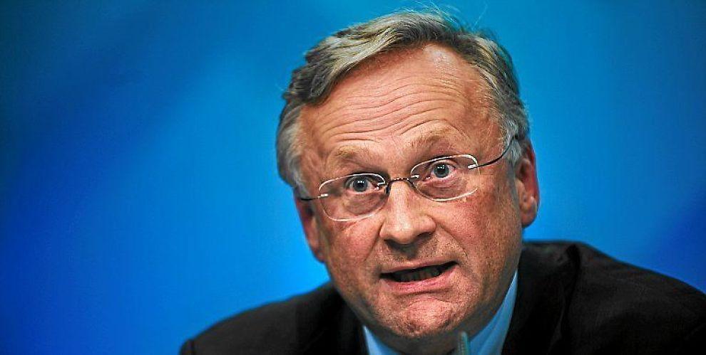 <b>SENTRALBANKSJEF:</b> Svein Gjedrem tror en krise må skje før politikerne hører på ham.
