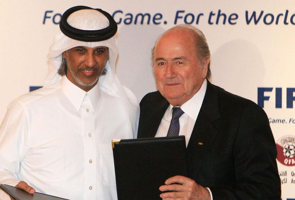 <B>SKAL BYGGE:</B> Qatars president Mohammed bin Hammam og FIFA president Joseph Blatter skal bygge byen Lusail rundt fotballstadion.