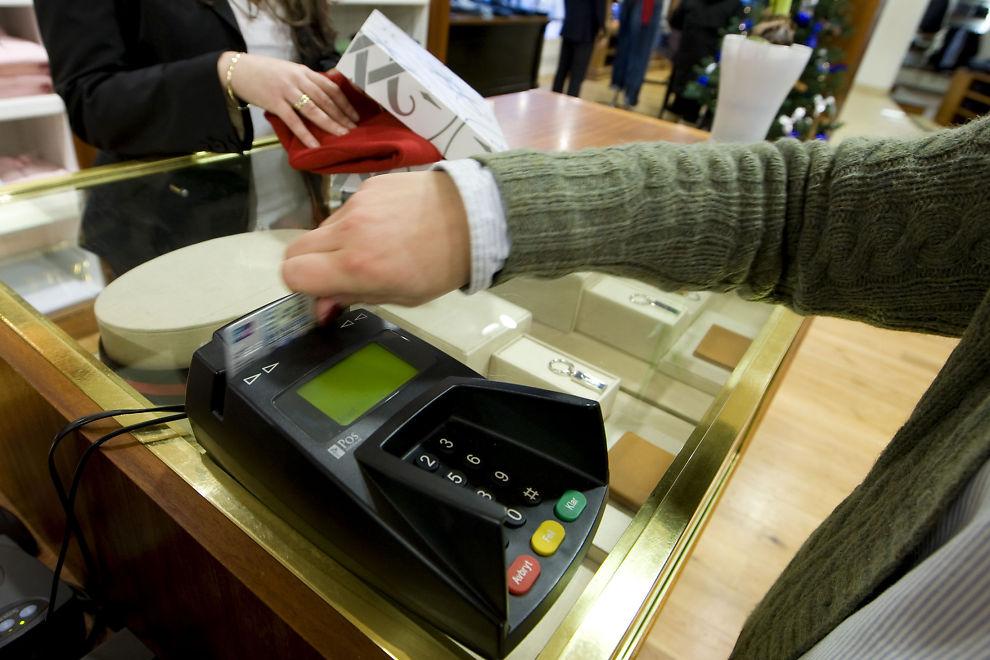 OVERFORBRUK: Mange betaler gjeld ved å ta opp ny gjeld, sier namsmann Alexander Dey i Oslo.