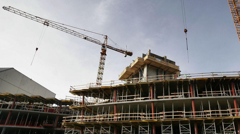 NEI TIL BOLIGSKATT: Hvis regjeringen ønsker å gjøre noe med prisgallopen i eiendomsmarkedet, bør det sørge for økt nybygging og bedre samferdselstilbud. Å øke prisen for å eie bolig ytterligere gjennom økt eiendomsskatt, er en dårlig idé, mener Erna Solberg.