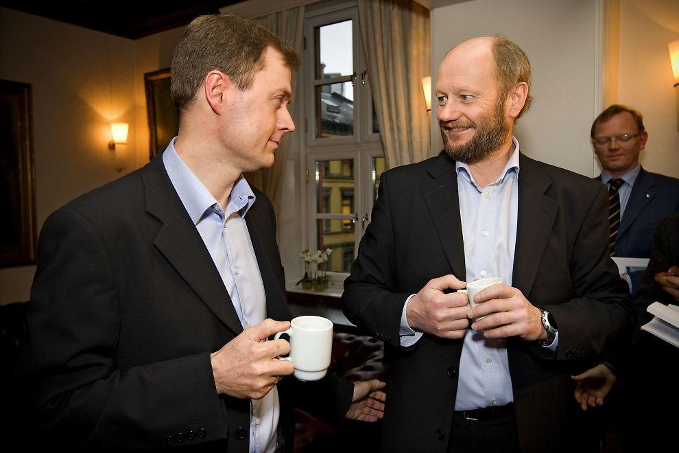<p>VERDILØS: Norges Industri mener rentebanen til Norges Bank er verdiløs. F.v.: Knut Sunde og administrerende direktør Stein Lier Hansen i Norsk industri.</p>