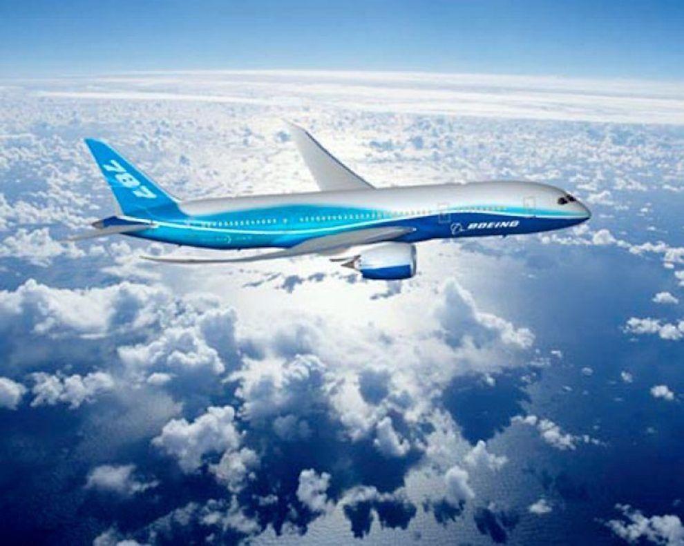 FLERE STØRRELSER: Her er Boeing 787-8 Dreamliner. Et superlønnsomt fly, ifølge selskapet, som med nye passasjervennlige løsninger som gjør at flyet kan frakte 223 passasjerer 8 500 nautiske mil.