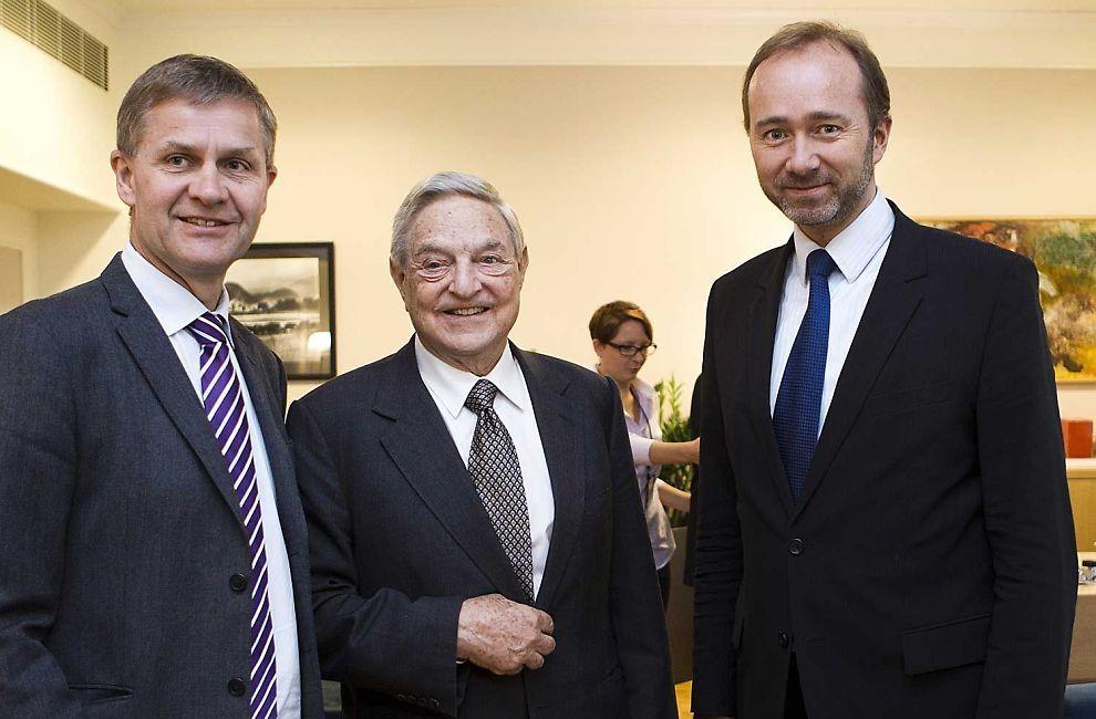 MØTTE SOROS: Utviklingsminister Erik Solheim og nærings- og handelsminister Trond Giske møtte George Soros.