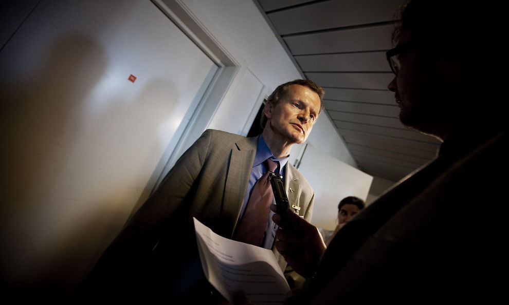 SKOLERETT: Telenor sin sjef John Fredrik Baksaas svarer på kritikk etter at mobilnettet ramlet ned i pinsen.