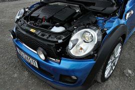 FRA BMW: Motoren i Cooper SD finner man og i BMW 118d. Med to liters volum er det den største motoren noensinne i en Mini.