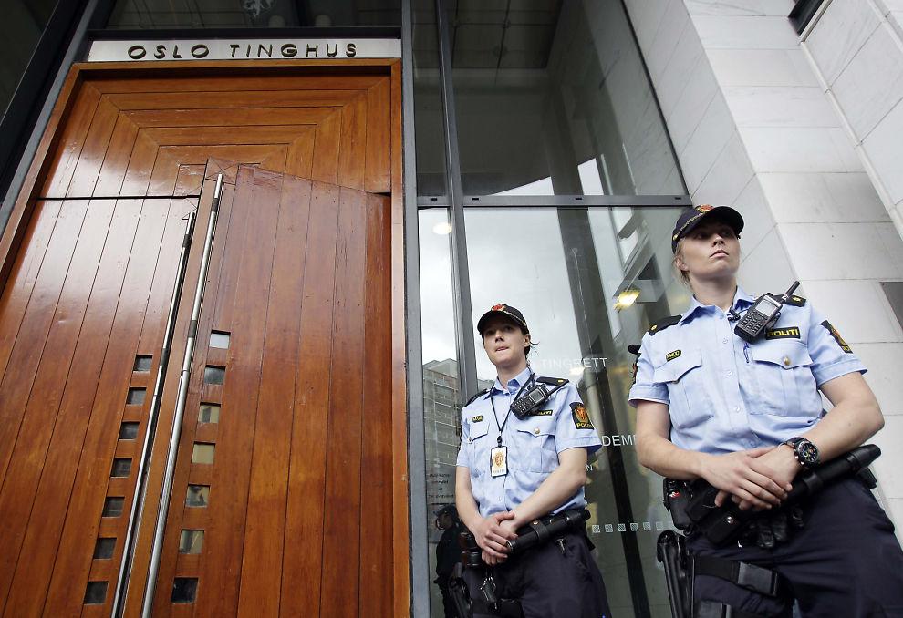 LUKKEDE DØRER: Fengslingsmøtet ble avholdt for lukkede dører mandag.