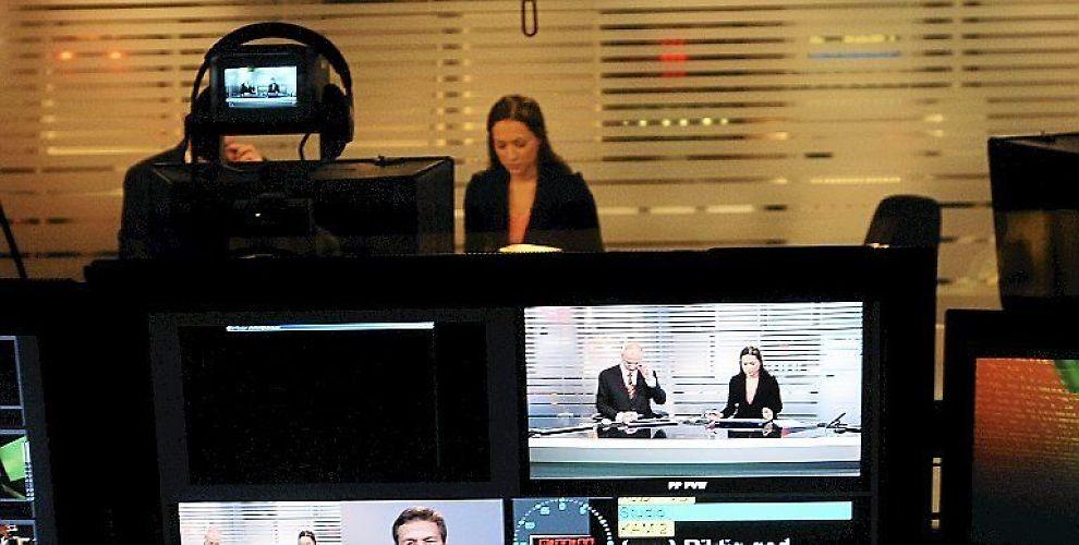 NYE INNTEKTER: Pausene i nyhetene kan nå bli fylt med reklame med politisk budskap.