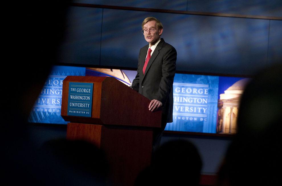 - HYKLERSK: Sjefen for Verdensbanken Robert Zoellick beskylder Vesten for å være hyklersk overfor resten av verden.