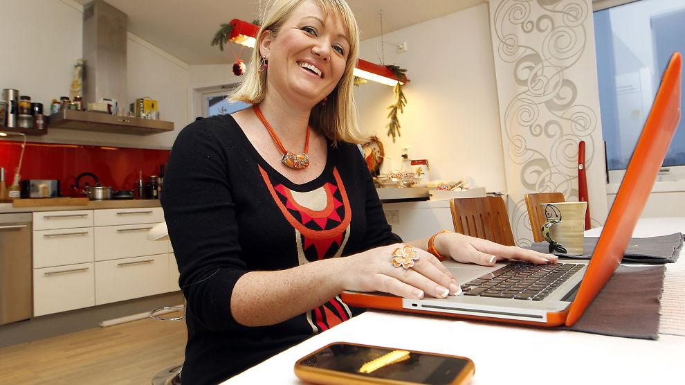 BIPPER-SILJE: Silje Vallestad er gründer og daglig leder av Bipper - og oppfant selv et mobilabonnement for barn, der foreldre kan kontollere mobilbruken til en hver tid. Her er hun hjemme på kjøkkenet.