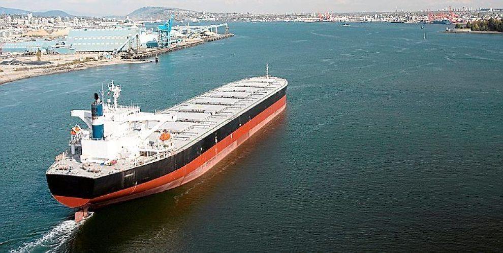 VENTER RATEHOPP: DnB Nor tror på et oppsving i tørrbulkratene. Det vil isåfall være godt nytt for tørrlastrederiene Jinhui Shipping og Golden Ocean.