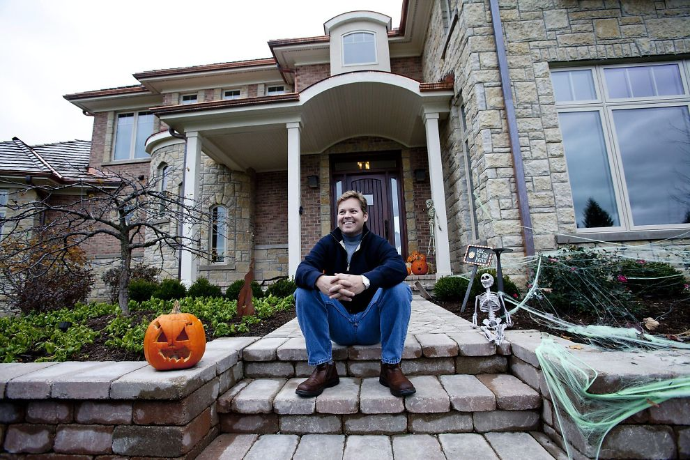 HJEMME BEST: Huset i forstaden i Chicago er betalt av salget av Siri til Steve Jobs og Apple.