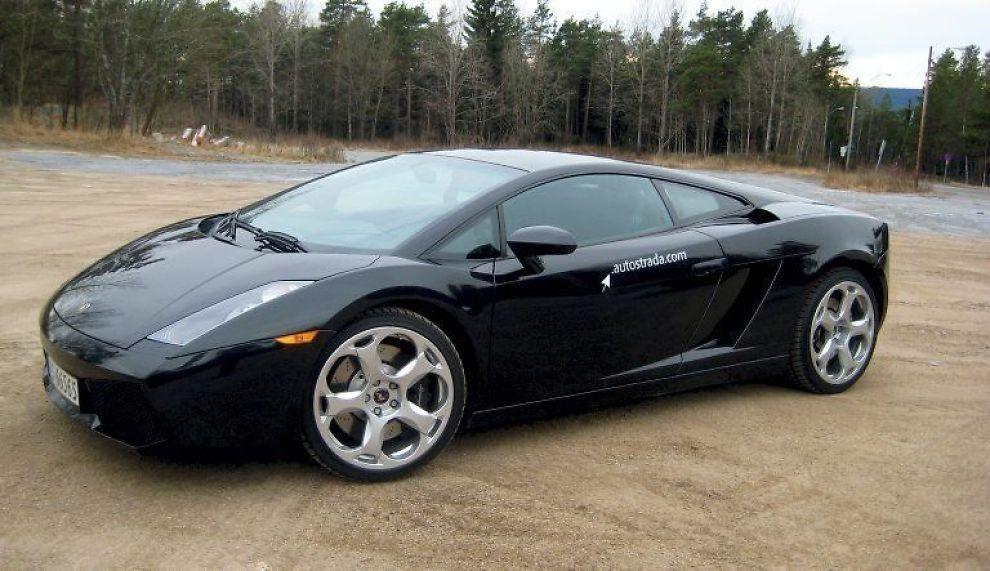 DRØY: Få biler har en råere framtoning enn Lamborghini Gallardo. Ser mer ut som et stealth-våpen enn en bil. Lamborghini er eid av Audi, og Audi R8 er ingen snau bil, men dette er langt mer ekstremt.