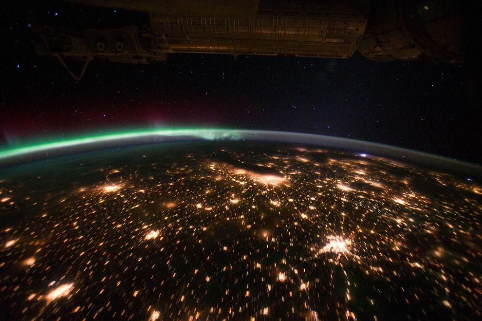 <p>SETT OVENFRA: Dette bildet er tatt fra den internasjonale romfartsstasjonen, og viser USAs Midtvesten på nattetid.</p><p></p>