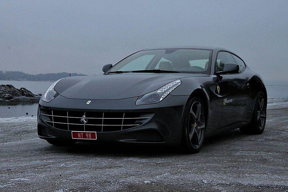 <p>RIKTIG VINKEL: Som med mange superstjerner, tar Ferrari FF best ut fra bestemte vinkler…</p>