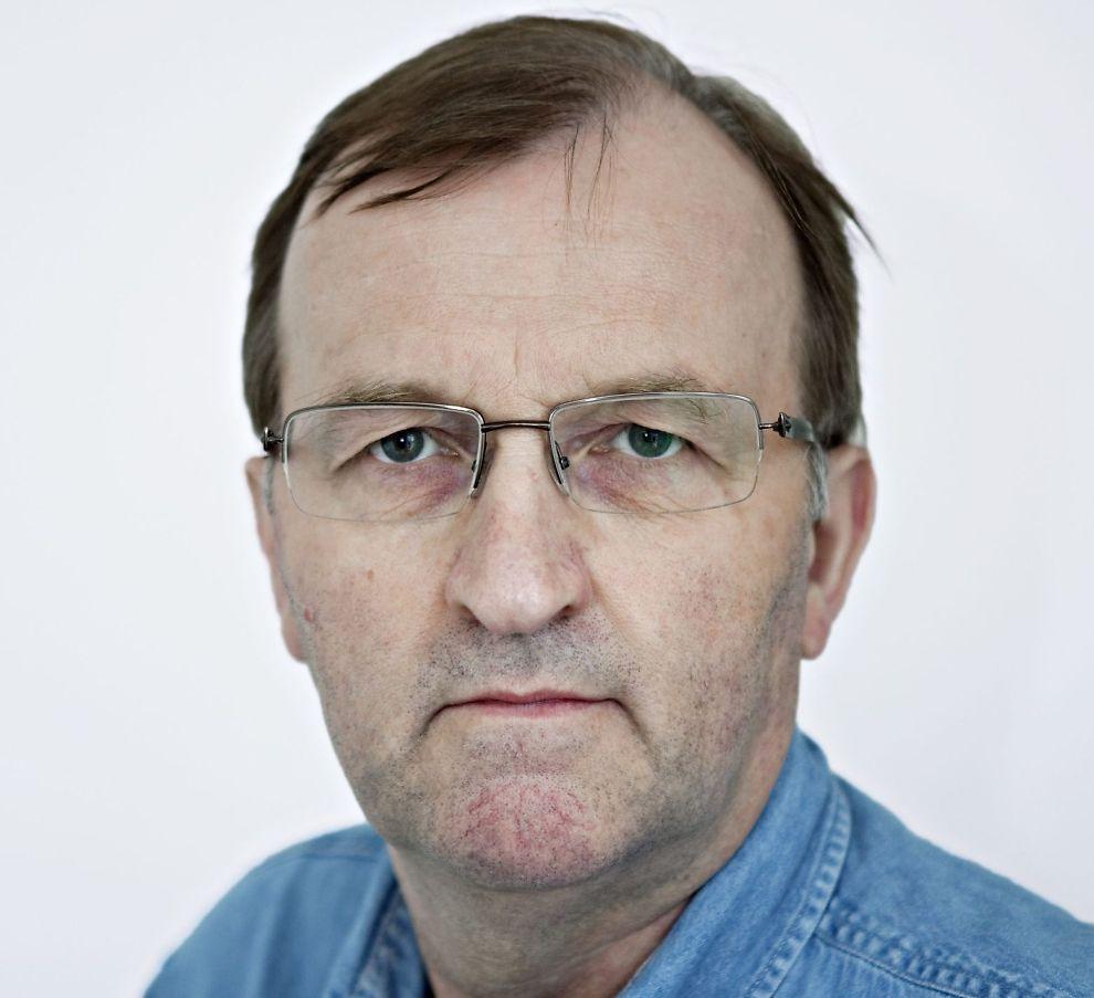 MOT STRØMMEN: I et beinhardt marked preget av nedbemanninger og bruk av yngre arbeidskraft, fikk journalist Øystein Andersen (57) endelig fast jobb