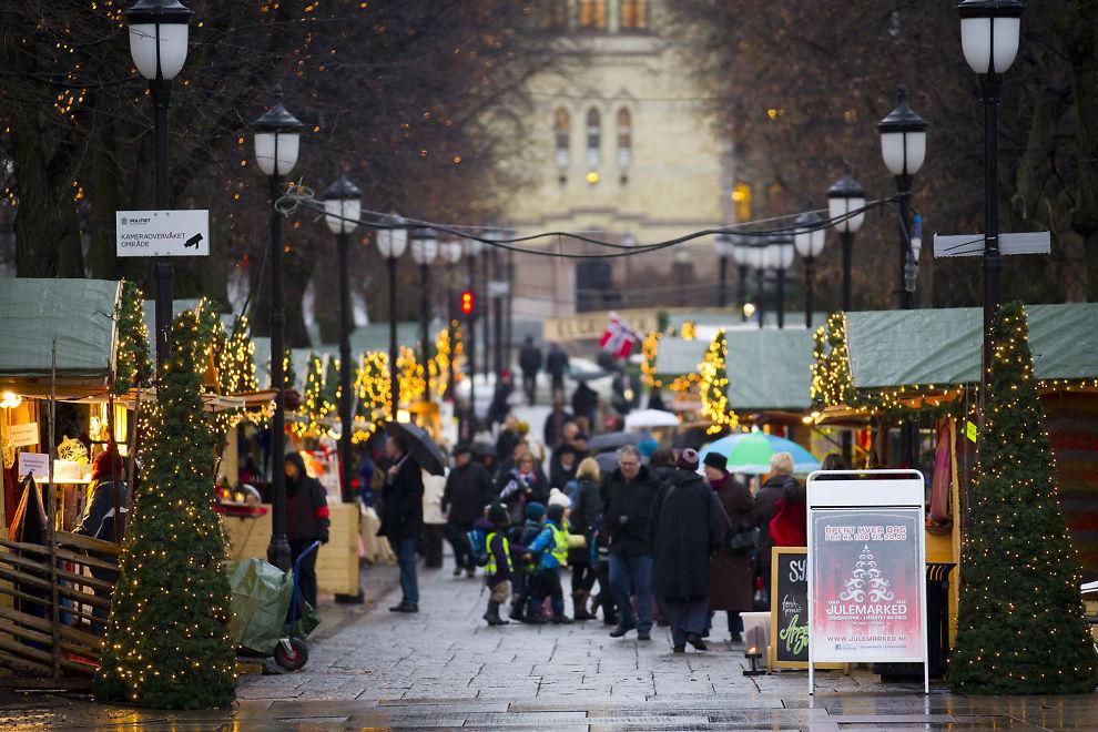 DÅRLIG JULEHANDEL: Nordmenn har vært forsiktige med å åpne lommeboken under årets julehandel. Det kan medføre konkurser, frykter Hovedorganisasjonen Virke.