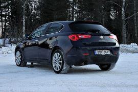 <p><b>FOR ESTETIKEREN</b>: Det er liten tvil om at enhver carport blir finere med denne bilen enn med en av konkurrentene.</p>