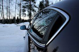 <p><b>GAMMEL KJENNING</b>: Denne dørhåndtakløsningen kom med 156-modellen i 1997. Ser stilig ut, på denne bilen hang den seg opp, slik at døren ikke ville smekke igjen.</p>