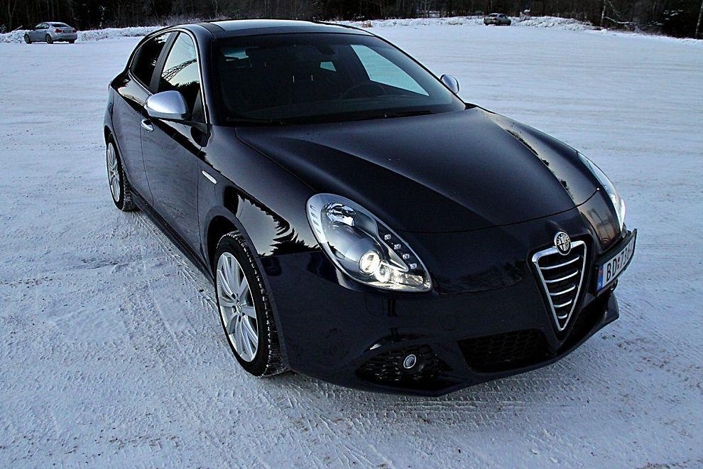 <b>OM UTSEENDE BETYR ALT</b>: Rent estetisk er det ingen andre biler i kompaktklassen som kan måle seg med Alfa Romeo Giulietta.