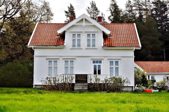 EIENDOMMEN: Slik ser Stoltenberg-familiens hytte på Søndre Sandøy ut.