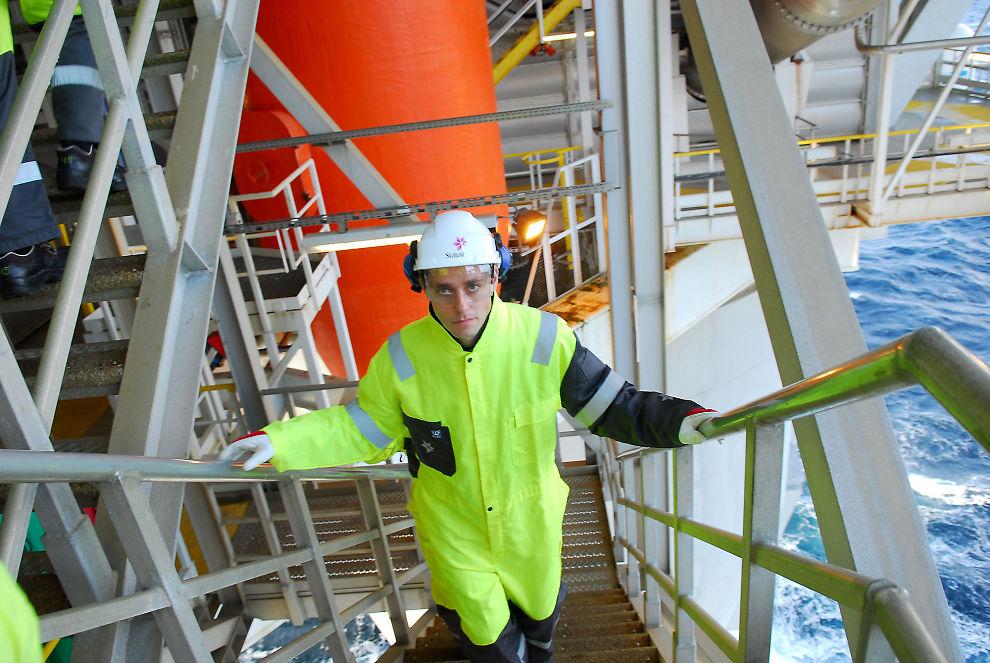 REDDET HANDELSBALANSEN: Oljen har reddet den norske handelsbalansen. Her er olje- og energiminister Ola Borten Moe på besøk på Troll A-plattformen.