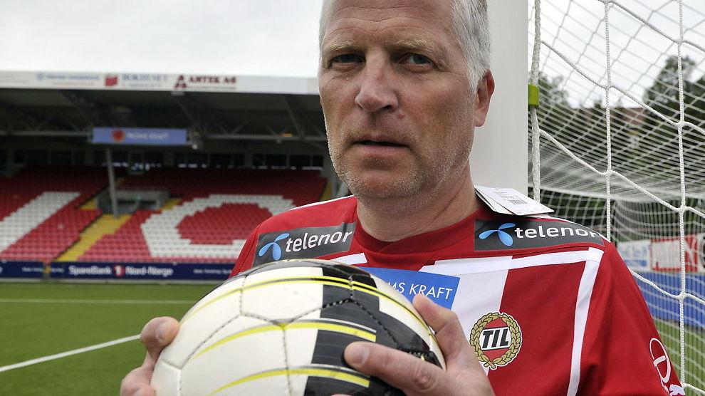BØR AVSKAFFE MONOPOLET: Å åpne for utenlandske aktører i spillbransjen vil bety mer penger ikke mindre, mener stortingsrepresentant fra Frp, Øyvind Korsberg. Her iført TIL-skjorten på Alfheim stadion i forbindelse med en tidligere sak.