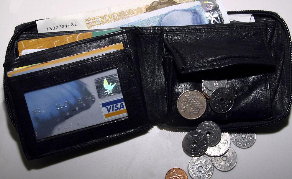 BRA MED CASH, MEN LITE PÅ BOK? Ikke vent at det skal være enkelt å få lån i banken.