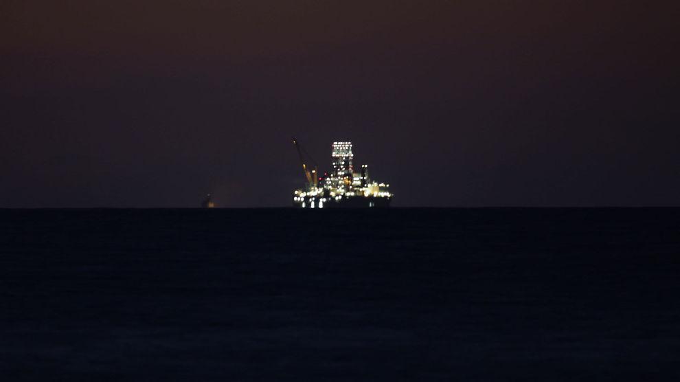 DET SORTE GULL: Boreriggen Scarabeo 9 er nå på plass utenfor kysten av Havana. Denne uken starter boringen.