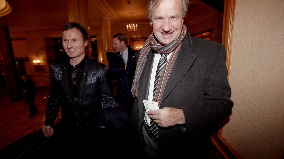 HYLLER KOLLEGA: - Vi burde hatt flere som ham, sier Petter Stordalen om Bjørn Kjos. Her ankommer de Norges Bank sin årlige middag på Grand Hotel etter årstalen i 2010.