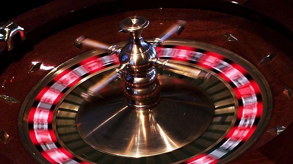 Sverige, Sundsvall. Casino Cosmopol i Sundsvall er nabolandets første kasino. Rulett, enarmede banditter og pengespill i mange varianter er tilbudet til den som har en skjerv å avse.