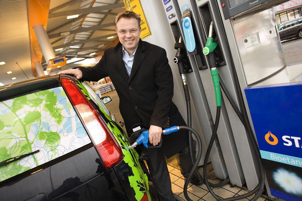 NY REKORD: Aldri tidligere har det vært dyrere å fylle bensin. Her er administrerende direktør i Statoil Norge, Dag Roger Rinde.