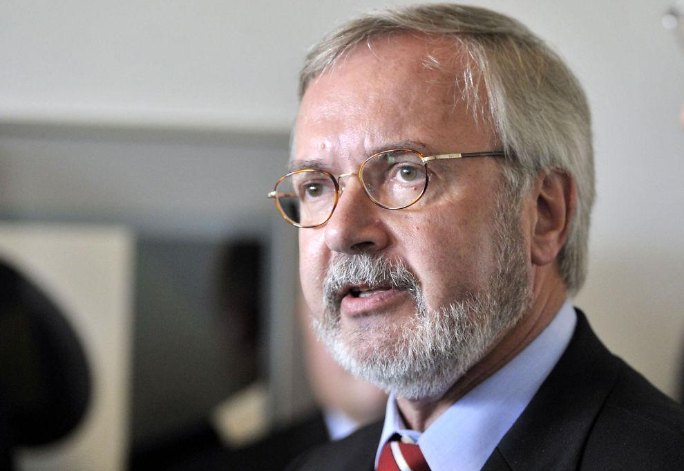 - HELLAS TRENGER HJELP: EIB-leder Werner Hoyer tar til orde for en Marshallplan for Hellas.