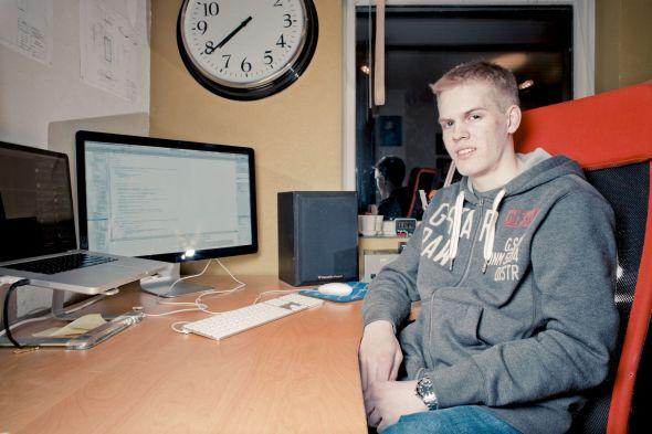 FLYR HØYT: Knut Ørland har hele åtte apper til salgs. Hans mest populære i dag er en flyrader med oversikt over alle fly som er på vingene.
