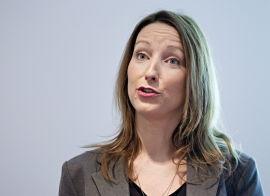 VIL HA ENDRING: Seniorøkonom Kjersti Haugland i DNB Markets mener det er merkelig at Finansdepartementet har instruksjonsrett over Norges Bank.