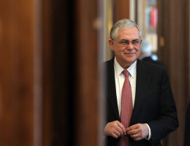 <p>ET EKSEMPEL: Sjeføkonom tror den greske statsministeren Lucas Papademos har startet en serie av europeiske gjeldssaneringer.</p>
