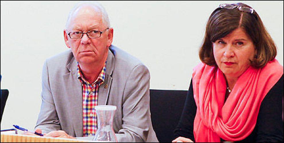 Småsparer Ivar Petter Røeggen med partshjelper Forbrukerrådet, her representert ved direktør Randi Flesland. Foto: Taral Jansen.
