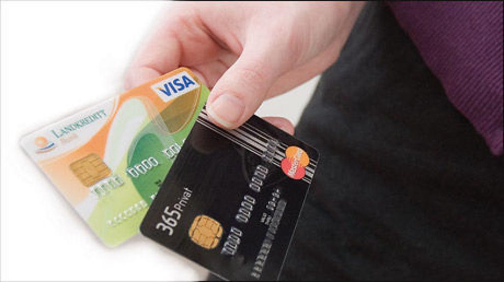 Har du med både debet- og kredittkort på tur, har du en mer økonomisk sikker ferie i vente. Foto: Sjur Jansen/Dine Penger