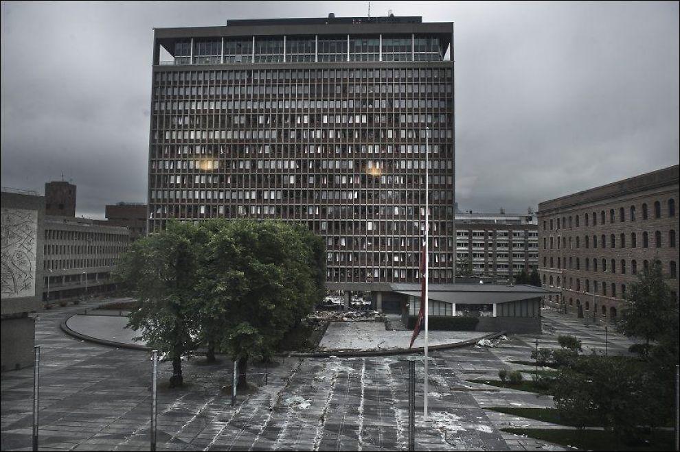 ØDELAGT: Her er regjeringskvartalet fotografert fem dager etter terrorangrepet. Foto: Scanpix