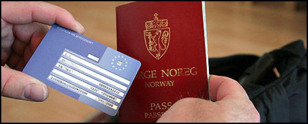 SKAL MED: Husk å bestille helsetrygdkortet så du får det med deg på tur. Foto: Sjur Jansen
