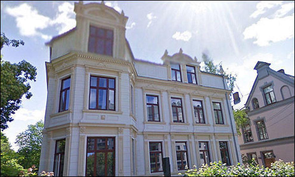 KJØPER VANT: Kjøperen av en leilighet i denne gården, Krusesgate 3, ble i dag tilkjent over 220.000 kroner som erstatning for at leiligheten ble et år forsinket, i tillegg til saksomkostninger på 600.000 kroner. Foto: Google Maps